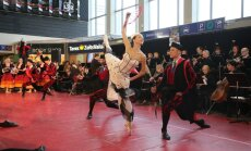 Fotoreportāža: Baltijas baleta festivāla atklāšana Rīgas dzelzceļa stacijā
