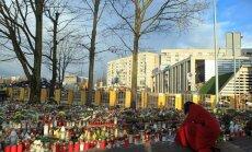 Tūkstošiem eiro cietušajiem, neskaitāmas tiesu lietas un sēru pasākumi – piemin Zolitūdes traģēdiju