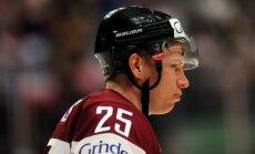 Džeriņš un Cibuļskis sāk treniņus ar Latvijas izlasi; trīs hokejisti atskaitīti