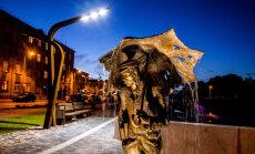 Tests: Vai zini, kuru Latvijas pilsētu ielās meklējamas šīs neparastās skulptūras