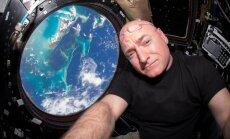 Astronauts Kellijs kļūst par ilgāk nepārtraukti kosmosā bijušo amerikāni