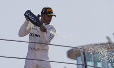 Hamiltons uzvar F-1 Itālijas 'Grand Prix' un kļūst par kopvērtējuma līderi