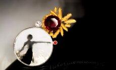 Brošās un fotogrāfijās iemūžinātais balets izstādē 'L'amour de l'impossible'