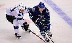 Ķēniņam un Girgensonam uzvaras NHL pārbaudes spēlēs