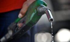 Litrs degvielas maksā jau mazāk par vienu eiro