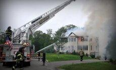 Lidmašīnai uzkrītot mājai, ASV bojā gājuši trīs cilvēki