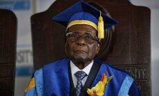 Krīze Zimbabvē: Mugabe savus nākotnes plānus pārrunās ar armijas ģenerāli