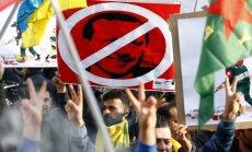 Foto: Kurdi Ķelnē protestē pret Turcijas ofensīvu Sīrijā