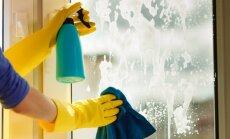 Bez švīkām, pleķiem un nosēdumiem – efektīvas logu spodrināšanas metodes