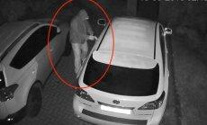 Video: Jūrmalā garnadži nepilnā minūtē nozog 'Lexus' apvidnieku