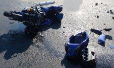 Pierīgā pēc sadursmes ar kravas auto smagus ievainojumus guvis motociklists