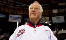 88 gadu vecumā mūžībā aizgājis hokeja leģenda Gordijs Hovs