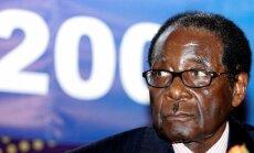 Ilggadējais Zimbabves vadonis Mugabe atkāpjas no amata