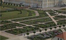 Foto: Rundāles rožu dārza pārvērtības. Desmitgades darba augļi un sasniegumi rožu kolekciju veidošanā