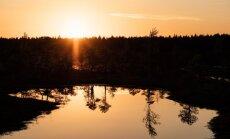 Foto: Reibinoši skaists saulriets Ķemeru purvā