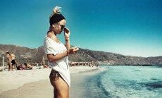 Aija Andrejeva bikini Grieķijā izrāda slaidās kājiņas