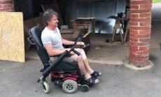 Video: Avarējušais Hamonds demonstrē savu pārbūvēto ratiņkrēslu