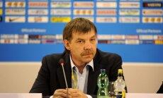 Krievijas hokeja izlase maču pret Somiju aizvada PSRS formās un zaudē