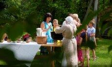 Foto: Kā saimnieces Brīvdabas muzejā tradicionālos mielastus gatavoja