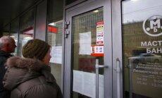 Krievijā slēgtas vairāku banku filiāles; internetā izplatās ziņas par 'melno sarakstu'