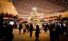 Maskavas Ziemassvētku festivālā atklāj 'Rīgas egļu namiņu'