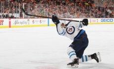 19 gadus vecais somu hokejists Laine kļuvis par NHL rekordistu