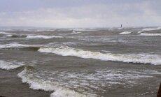 Piekrastē vēja ātrums var sasniegt vētras spēku