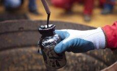 Naftas cenas atkal nokrīt zem 40 dolāriem par barelu