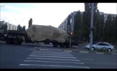 Video: Krievijas militārā tehnika un raķešu komplekss 'Buk' dodas Ukrainas robežas virzienā