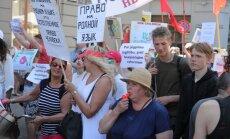 Ap 1000 cilvēku pulcējušies kārtējā protestā pret pāreju uz izglītību latviešu valodā