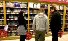 Alkohola reklāmu ierobežojumi nesamazina grādīgo dzērienu patēriņu, apgalvo asociācija