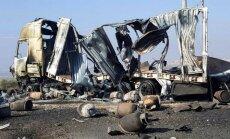 Foto: Turcijas spēki apšaudījuši uz Afrīnu braucošu kurdu konvoju