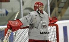 Latvijas hokeja izlases treniņiem pievienojies vārtsargs Muštukovs