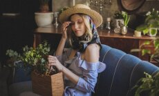 Латвийский бренд ART JAM призывает носить летние платья с деревянными сумками