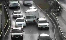 Video: Čīlē narkotiku reibumā kravas auto šoferis brauc kā datorspēlē