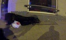 Video: Āgenskalnā aiztur žvingulī uz ielas dusošu bruņotu apsargu