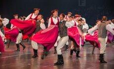 Foto: 'Vēstījums rakstos' Ķīpsalā pulcē vairākus tūkstošus skatītāju un dejotāju