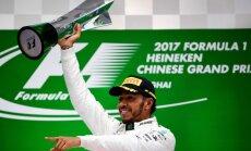 Hamiltons revanšējas Fetelam F-1 sezonas otrajā etapā