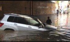 Video: Pamatīgi plūdi turpina nomocīt Berlīnes iedzīvotājus