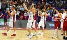 Video: 'Es jūs visus mīlu!' - Bagatska uzruna spēlētājiem pēc uzvaras pār Turciju