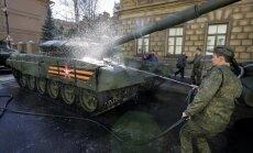 Video: Maskavā 10 000 maršē 9. maija parādes mēģinājumā