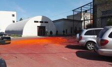 ВИДЕО, ФОТО: В Кенгарагсе хулиганы сбросили с крыши мешки с неизвестным порошком