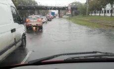 Рига уходит под воду: фото и видео очевидцев с затопленных улиц