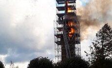 Video: Piņķos ar atklātu liesmu aizdedzies Svētā Jāņa baznīcas tornis