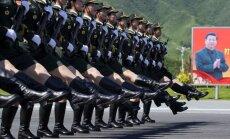 Foto: Zili tanki un īsi bruncīši - lielākā armija pasaulē gatavojas uzvaras parādei