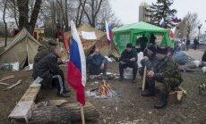 Lietus dēļ ievērojami sarucis prokrievisko protestētāju skaits Luhanskā