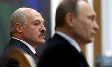 Minska un Maskava 'uz nažiem': Lukašenko krievu bāzi nevajagot, sūdz Krieviju tiesā
