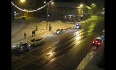 Video: Brīvības ielā avarējušas trīs automašīnas