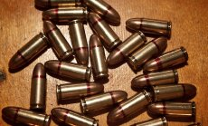 ASV atkal apšaude: vīrietis Jaungada svinību laikā nošauj divus cilvēkus