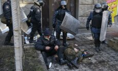 Kremlis notikumus Ukrainā 'traktē kā valsts apvērsuma mēģinājumu'